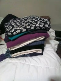 clothes and basket 1 dollar come and get it i need it gone  Shepherdsville, 40165