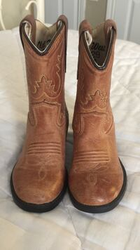 Pair of brown leather cowboy boots Dallas, 75240