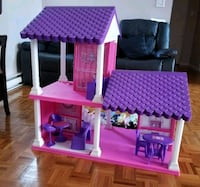 """Doll house """"like new"""" Laval"""