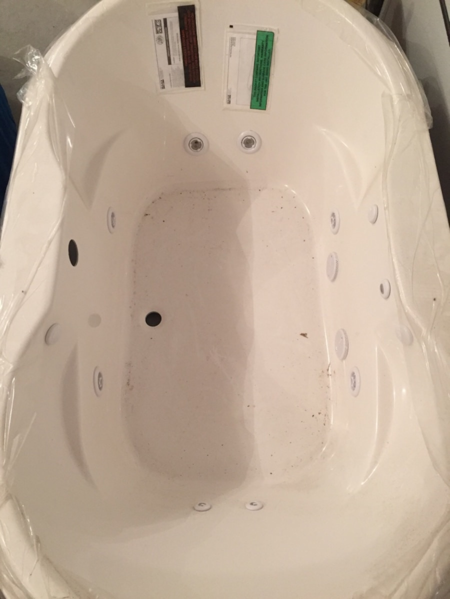 Used Aker whirlpool tub in Stow