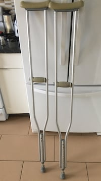 2 stainless steel crutches Calgary, T2X 1E5