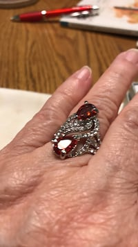 Red Colored Stone w/ Clear Stones sz 7 Oklahoma City, 73149