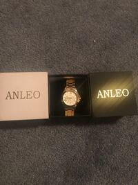 round white Anleo analog watch in box