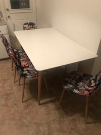 Rectangular white wooden table with four chairs dining set Montreal, H1H 3R6
