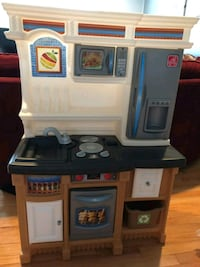 Toddlers kitchen w all items Bristow