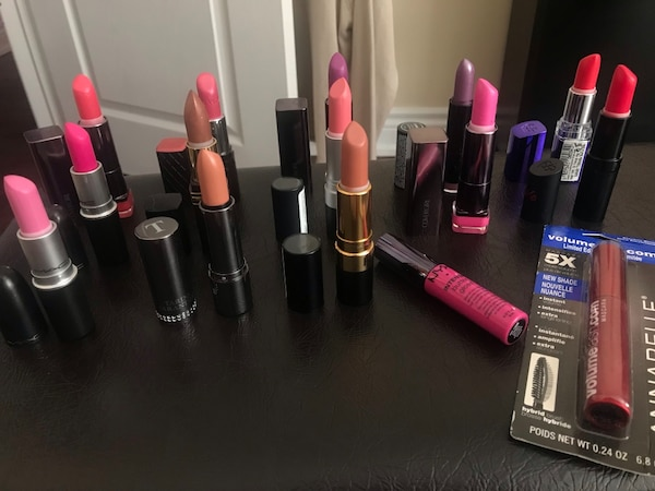 Lipsticks declutter sale- everything for 20 12c32270-1565-41e7-83be-76803511d77e