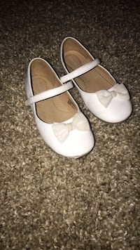 pair of white leather flats Fort Washington, 20744