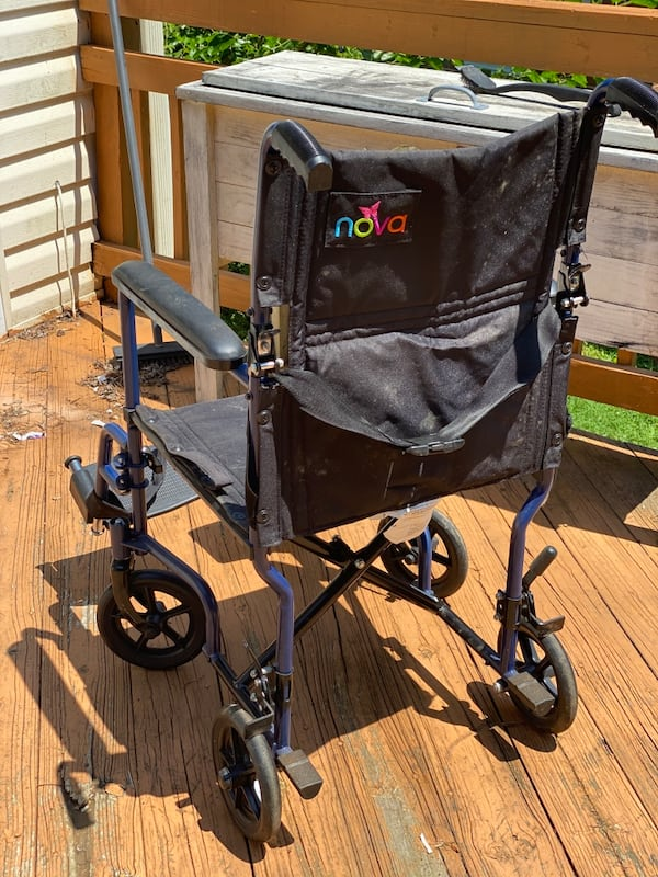 Lightweight transport wheelchair 6e187844-be22-4e1e-b90d-36b88f31f6bd