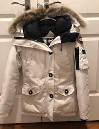 Canada goose montebello jacket in white color, size 2XS Toronto, M3H