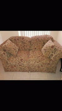 brown and red floral loveseat El Paso, 79934