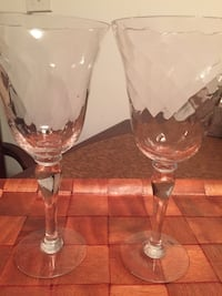 clear glass footed wine glass