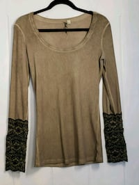 brown and black crew-neck long-sleeved shirt