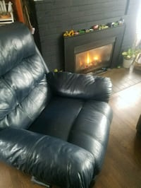 Real leather recliner  Everett, 98201