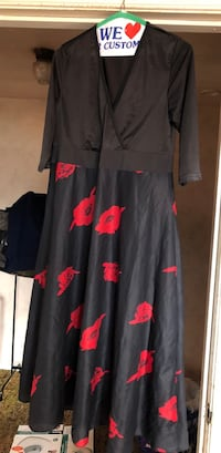 Black and red floral long-sleeved dress Sharon Hill, 19079