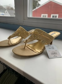 NEW Ladies Gold Sandals-Size 8 1/2 South Amboy, 08879