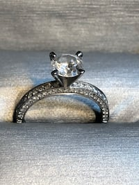 Stunning Wedding ring and engagement ring set, Appraised at $12,000.