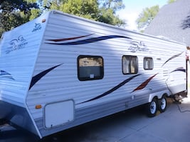 2010 Jayco Jay Flight. Fully Self Contained, Central Heat,Air