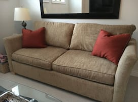 BEIGE LOVE SEAT - GREAT CONDITION- FREE DELIVERY TODAY ONLY????????