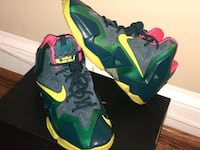Green/ Yellow Nike Lebron size: 5.5  Washington