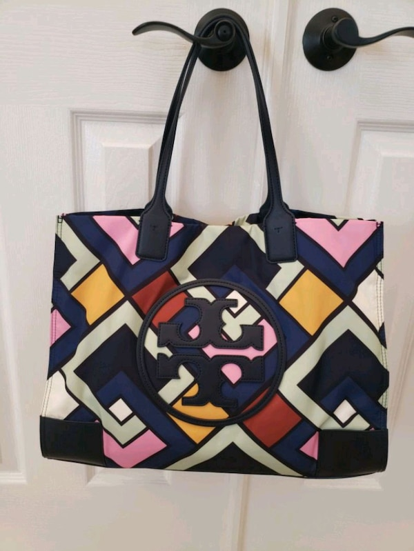 original Tory burch purse ( firm price) a92b78b1-b9c8-4f85-9c99-44feeb6aab9c