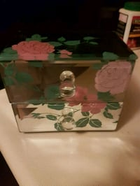Mirrored jewelry box  Whitby, L1N 8X2