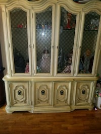 wooden china cabinet with table and chairs Bronx, 10465