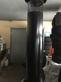 black and gray Everlast heavy bag 784 km