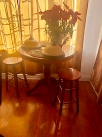Table and stools El Paso, 79903