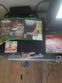 Xbox One console with controller and games Peoria, 85345