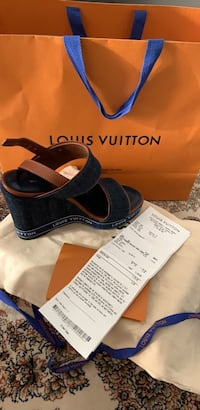 Selling Louis Vuitton  sandal Toronto, M4A 1W5