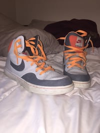 Grey and orange nikes size 12 Newmarket, L3Y 8L5