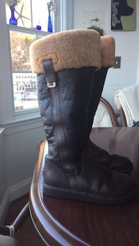 Women's size 7 UGG leather boot Bel Air, 21014