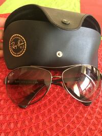 Brown framed ray-ban aviator sunglasses with case not too dark slightly tinted  Toronto, M1S