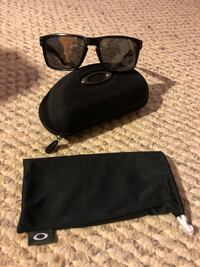 black framed sunglasses with case Madison, 44057