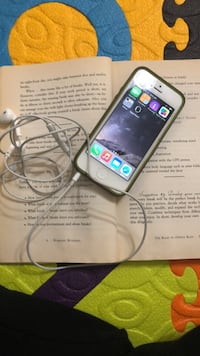 I phone 5 with charger and head phones Mc Lean, 22102