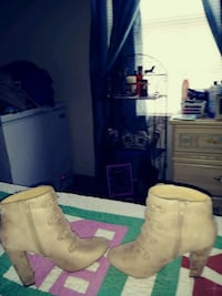 Ankle high boots  South Bend, 46635