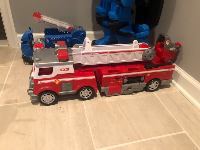 Paw Patrol fire truck aircraft carrier and Look Out Tower 298f900b-a8fc-40c9-be98-3c8c467516b2