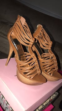 Pair of brown leather open-toe heeled sandals Manassas