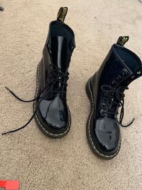 pair of black leather work boots Suffolk, 23434