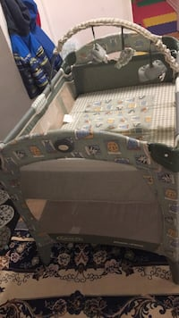 gray and white Graco Pack'n Play Laval, H7R 3X8