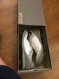 ECCO Golf Shoes for sale size 9 to 9.5 Calgary, T2P 2A6