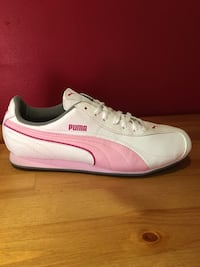 Women's brand new Puma shoes Size 6