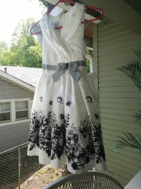 white and black floral sleeveless dress Chattanooga, 37410