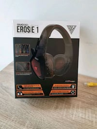 Gaming headset with lights, wires Toronto, M1S 5L6