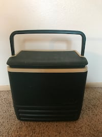 Small Green Igloo Cooler with Handle  Colorado Springs, 80911