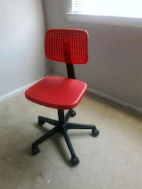 red and black rolling chair Alexandria, 22309