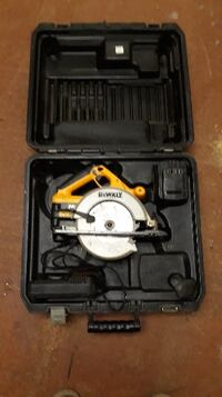 DeWalt DW007 24 V Cordless 6.5 Circular Saw With Battery Charger Case