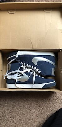 Pair of blue nike Blazer high-top sneakers with box Charleston, 61920