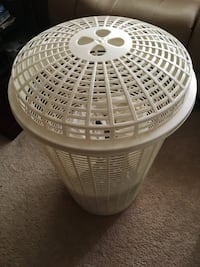 Large plastic  hamper with lid  Mississauga, L4Y 2A6