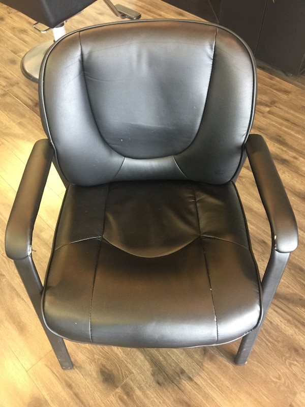4 black chairs $50 for all 809a85e9-87eb-4ecd-96f9-fdcf3bb0f350